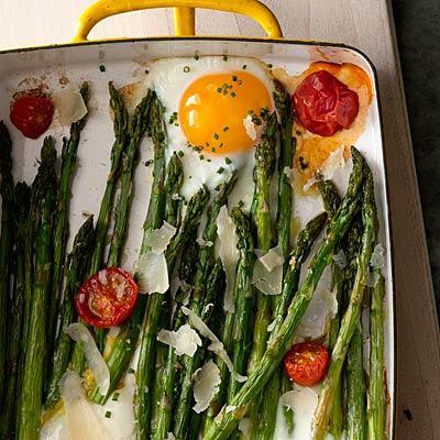 asparagus, egg, tomato bake